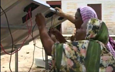 Sanjit Bunker Roy transforme les grands-mères en ingénieur/e/s du solaire