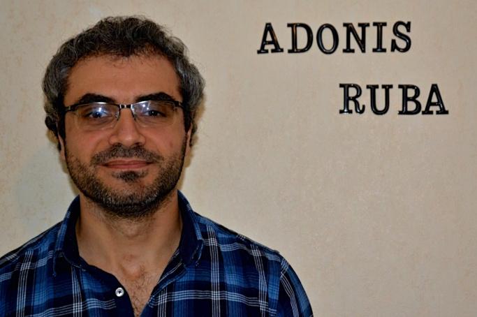 Shadi Morshed, dans son séjour: au mur, les prénoms de son épouse Ruba, professeur de Français langue étrangère et d'Adonis, leur fils de deux ans.