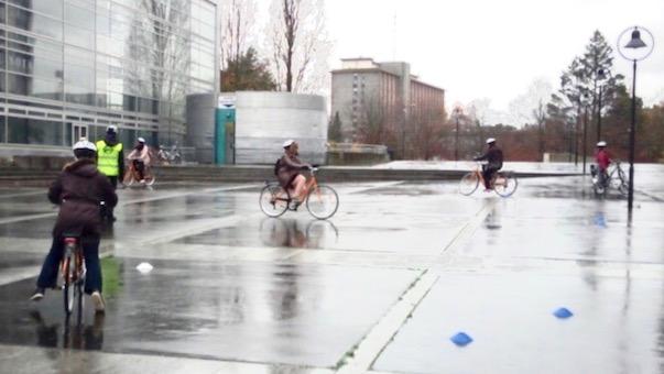L'apprentissage du vélo se pratique sur une zone sécurisée, près de la Cité Judiciaire
