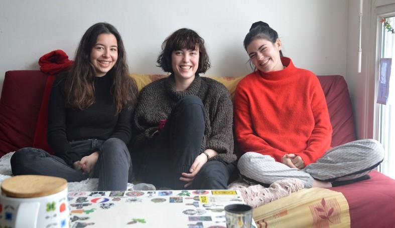 Adèle, Louise et Périne dans leur appartement square de Provence