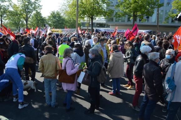 Le départ de la manifestation devant l'Ecole de la Santé Publique