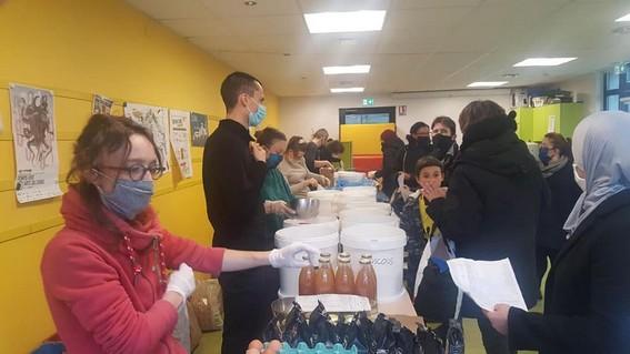 Première distribution des commandes à Villejean, en décembre.(photo association Vrac)